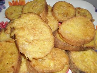 Soaked fried bread with sugar / Torrijas con azúcar