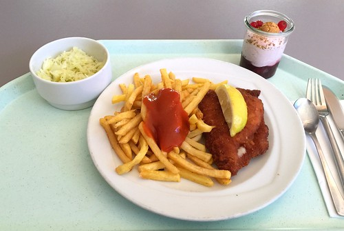 Cordon bleu with french fries & lemon wedge / Cordon bleu mit Pommes Frites & Zitronenecke