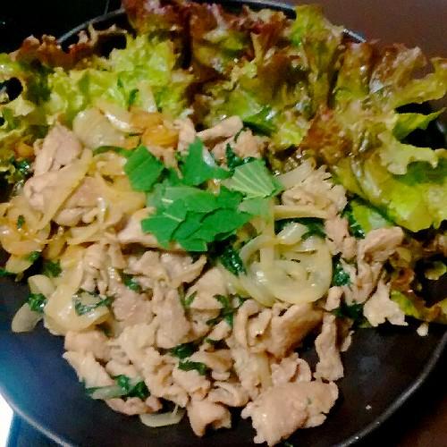 豚肉の大葉炒め生野菜添え