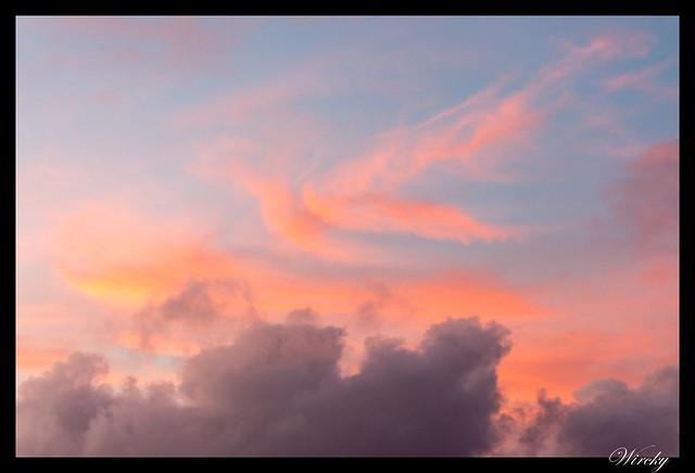 Nubes tras el atardecer