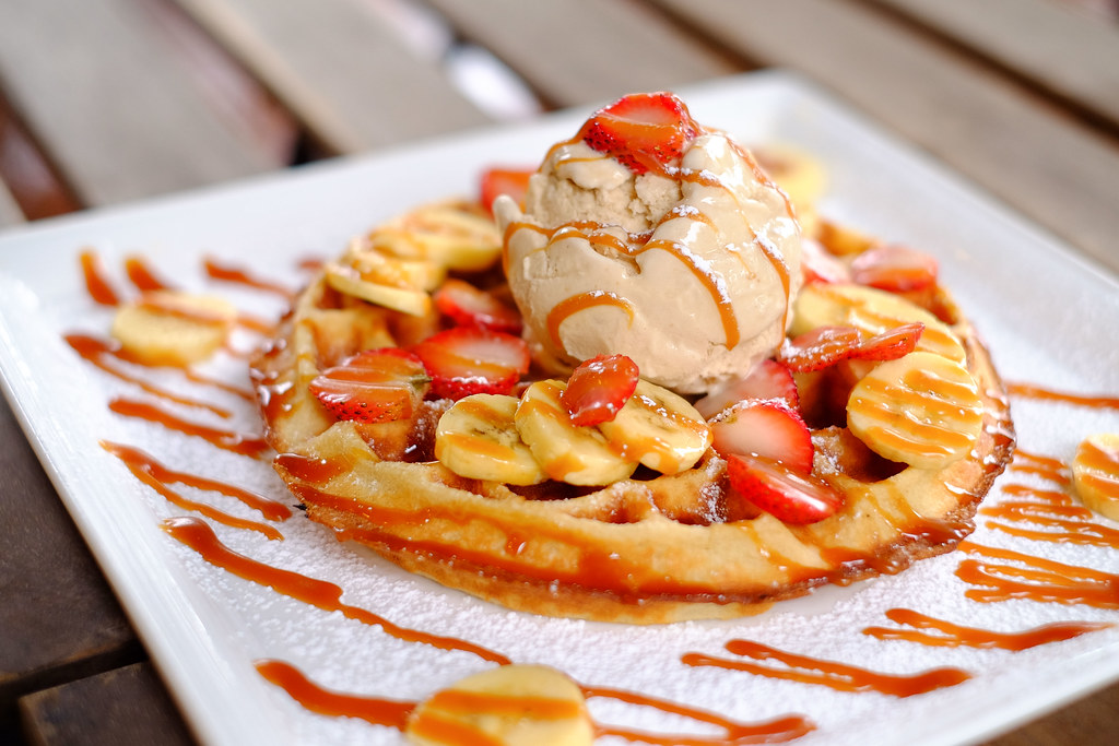 Halal Cafes in the East: Peloton's Fruity Delight waffle