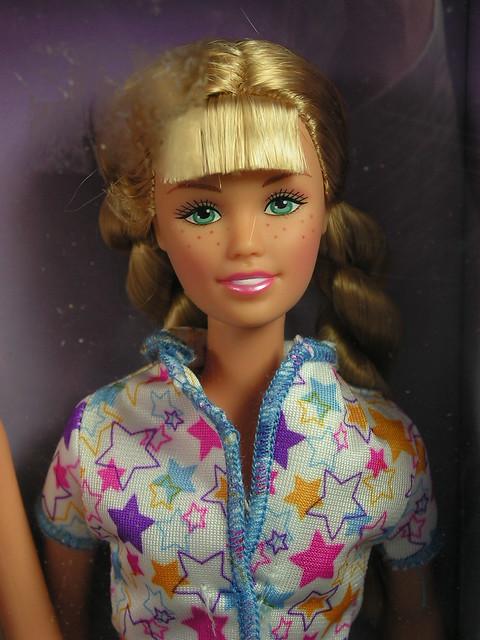 2003 Barbie Pajama Fun Tote Barbie & Skipper B2774 (3)