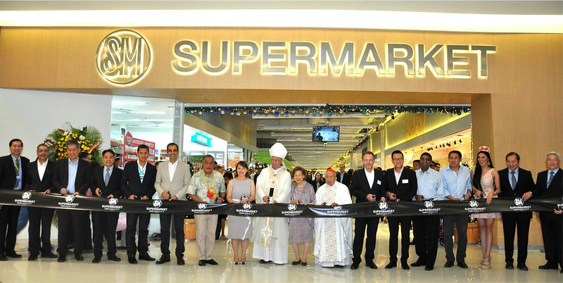 13 SM Supermarket ribbon cutting