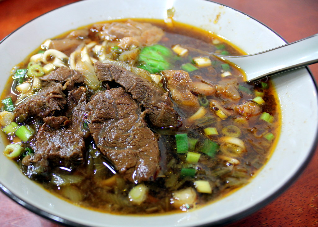Taipei Night Market Trail: tonghua night market beef noodles