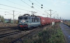BB 16625 SNCF + freight train entering the station of Busigny on 13 November 1996