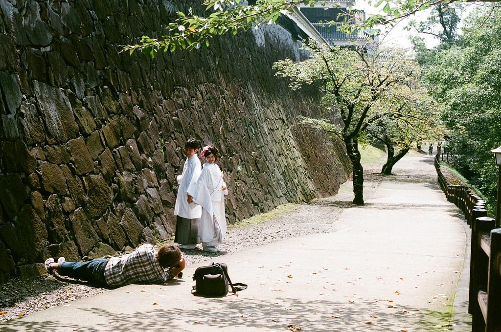 熊本城 熊本 Kumamoto 2015/09/06 但我還是當下的感受一下他們的幸福 ...  Nikon FM2 / 50mm AGFA VISTAPlus ISO400 Photo by Toomore