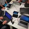 Veel volk rond de #digitafel #bibkortrijk #kortrijk #allemaaldigitaal