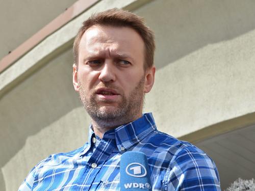 Алексея Навального задержали сразу на выходе из спецприемника