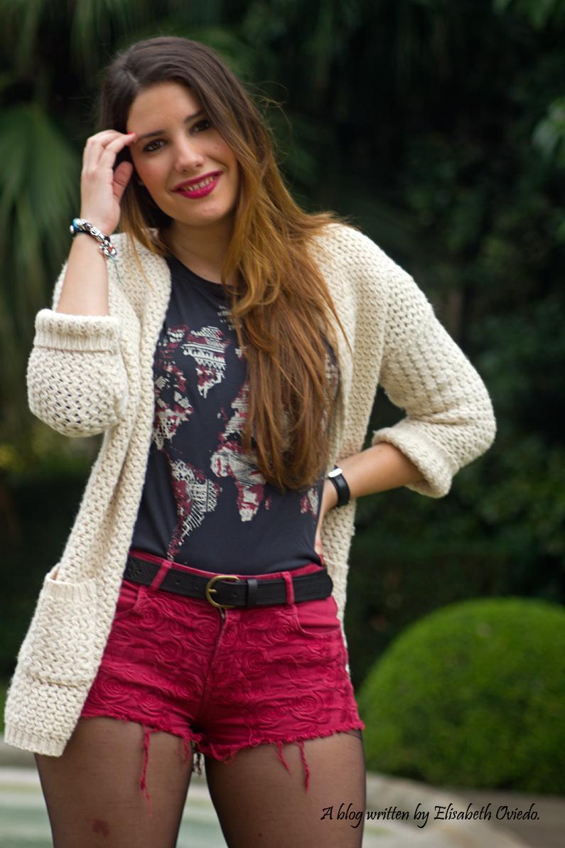 shorts rojos y cardigan blanco cuñas negras con flecos MARYPAZ EL CORTE INGLES HEELSANDROSES (3)