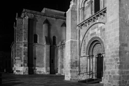 sanisidoro basílica románico nocturno noche iglesia arquitectura architecture spain españa león