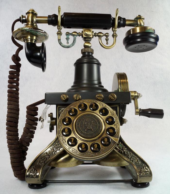 RD15260 Vintage Retro 1892 Eiffel Tower Paramount Replica Desk Telephone DSC08877