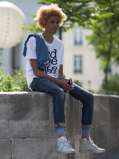白Tシャツ×デニムパンツ×VANS Sk8-Hi白