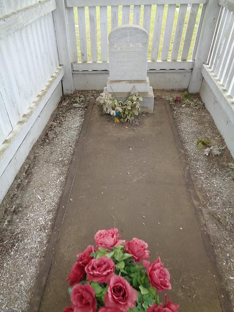 Graveshelter, Pilgrim's Rest Cemetery, Baker FL