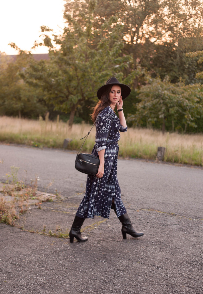 Outfit: autumnal Stevie Nicks vibes in boots, hat and midi dress