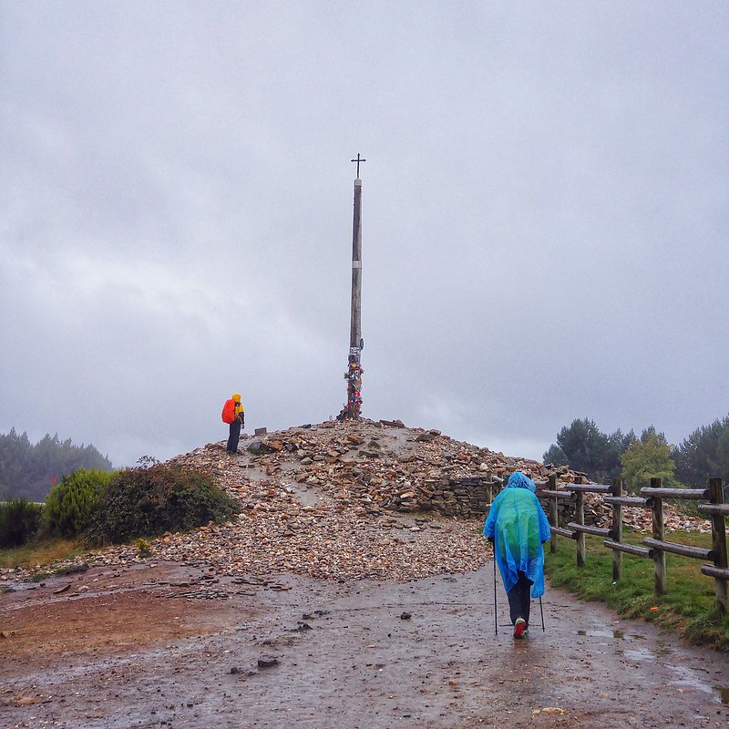 Cruz del Ferro in the rain