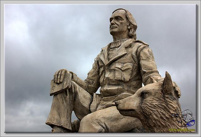 6 Monumento a Félix Rodriguez de la Fuente en Poza de la Sal