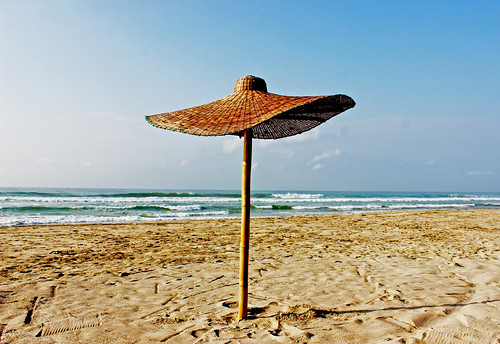 beach sun sunrise assinie travel ivory coast pool plage coconut tree parasol piscine blue relaxe côte divoire levé soleil