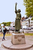 Lille - Statue of Jeanne Maillotte by Kimhaz is catching up