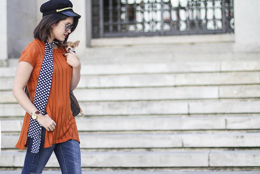 tendencia skinny scarf estampado de lunares como combinarlo