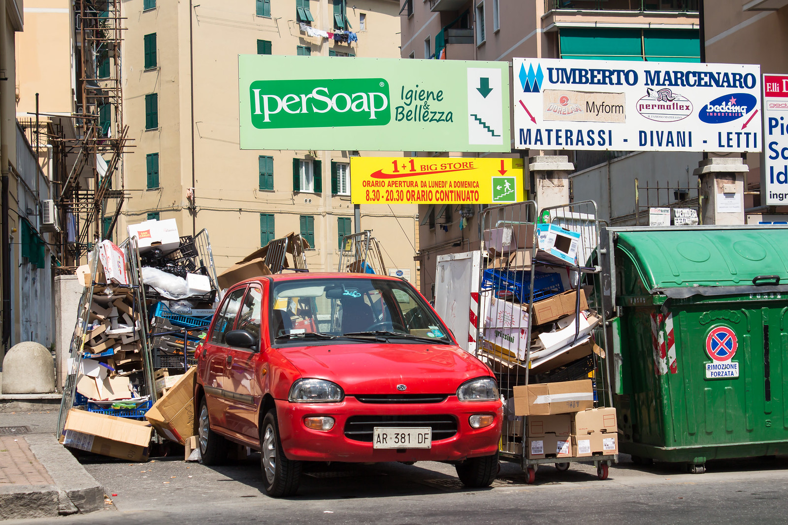 Генуя - На мусорке стояла странного вида субару :)