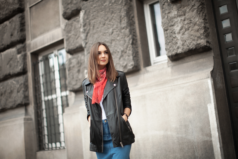 red-bandana-neckpiece-outfit-fashion-blogger-street