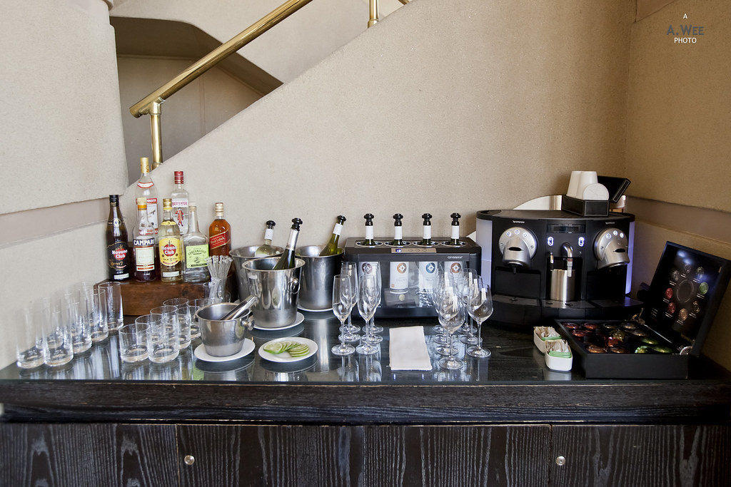 Nespresso machine and bar
