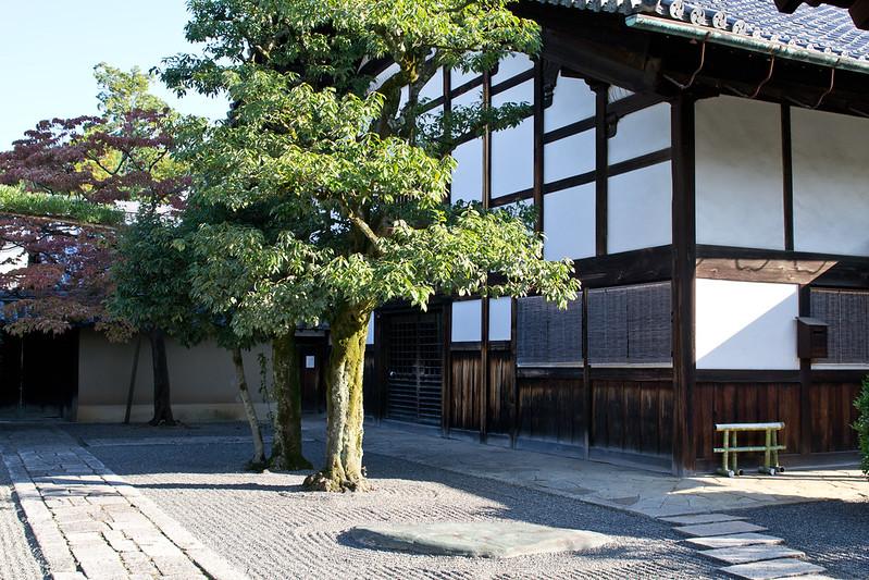 Temple at Daitoku-ji, Kyoto | packmeto.com