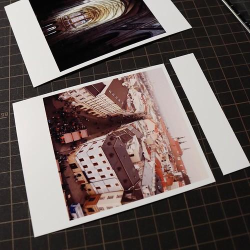 L版のフチあり印刷でインスタ写真をプリントして、上の部分だけ4ミリの余白を残してカット。