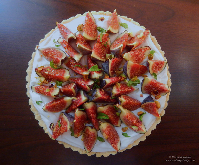 tarta cu smochine, crema de branza si fistic