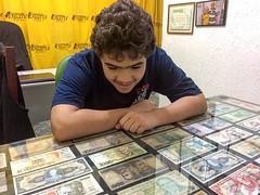 """Meu filho Renan Firmo """"viajando"""" pela história do Brasil através das inúmeras cédulas -- entre réis, cruzeiros, cruzados, até o Real. Todas essas relíquias da coleção de Tia Jane (1ª foto não mais quadrada do Instagram)"""