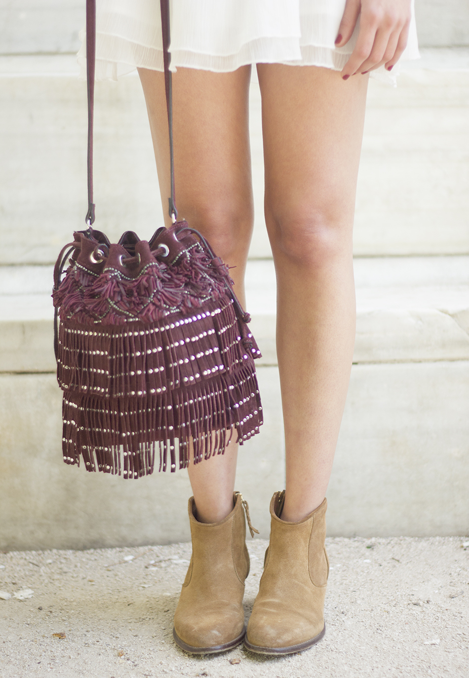 White casual outfit with brown booties and burgundy bag10