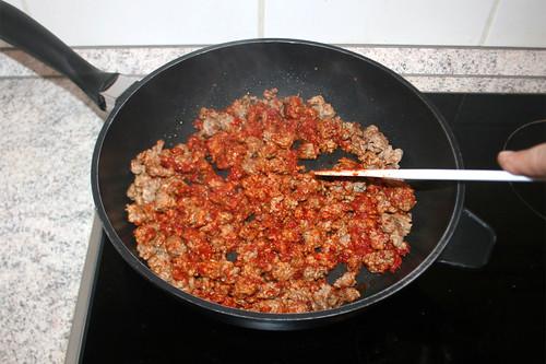 02 - Tomatenmark anrösten / Roast tomato puree