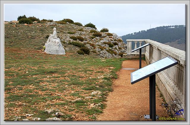 7 Monumento a Félix Rodriguez de la Fuente en Poza de la Sal
