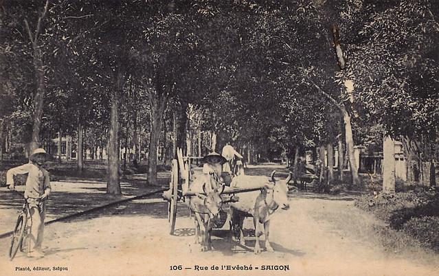 Rue de l'Évêché (Bishopric street), now Alexandre de Rhodes street. Đường Tòa Giám Mục có từ 1870 khi xây dựng Tòa GM đầu tiên tại Saigon, nay là đường Alexandre de Rhodes