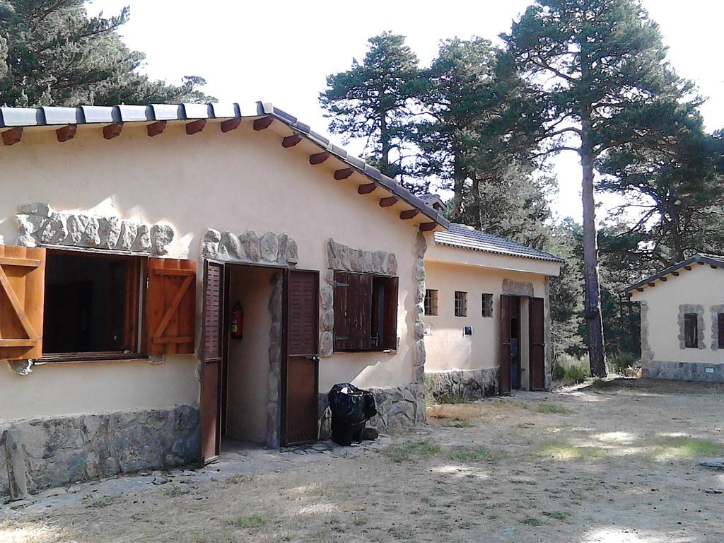 Navarredonda - Instalaciones y entorno