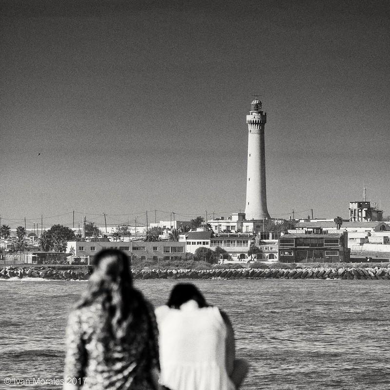 Vista. #morocco #casablanca #streetphotography #perspective #city #citylife #travel #traveler #b&w #byn #noir #black #blackandwhite #bnw_life #bnw_globe #grain #picoftheday #photooftheday