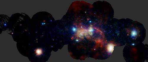 El centro galáctico visto a través de las emisiones de los elementos pesados