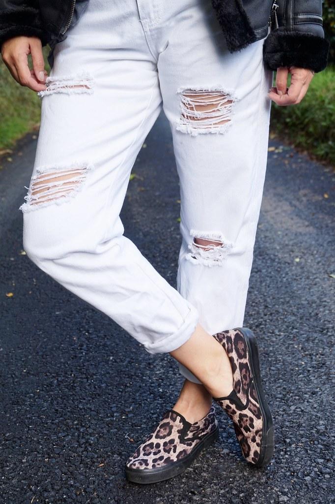white boyfriend jeans,leopard print pumps,trainers,katelouiseblog
