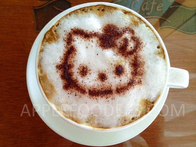hello-kitty-cafe-cappucino-2