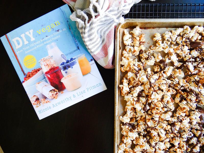 DIY Vegan // PB Cup Popcorn