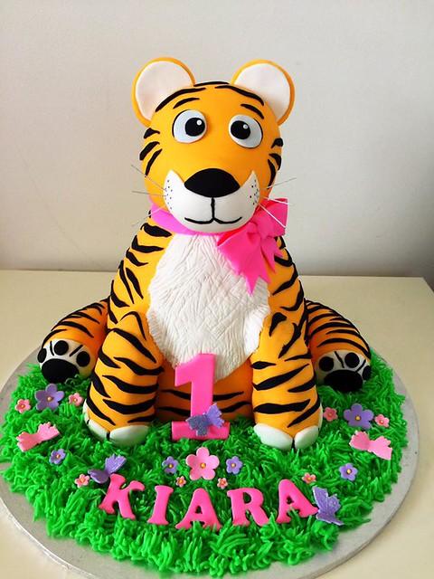 Tiger Cake by Aylisha Wharram of Cakes by Aylisha