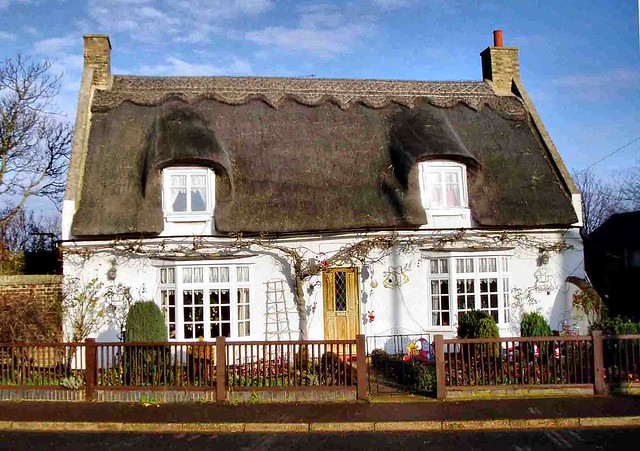 English Thatched Cottage 007