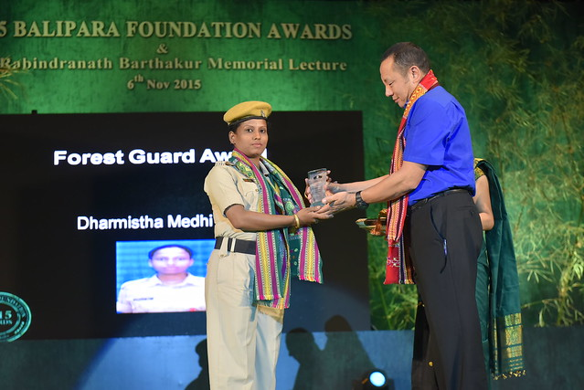 Forest Gurad Ms. Dharmistha Medhi Das receing the Forest Guards Award from Mr. Sonam Wangchuk, Head Wildlife & Forests, Bhutan