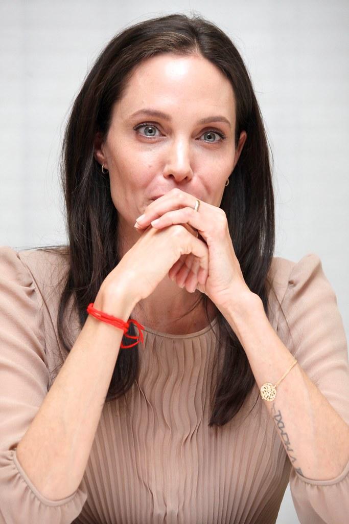 Анджелина Джоли — Пресс-конференция «Лазурный берег» 2015 – 41
