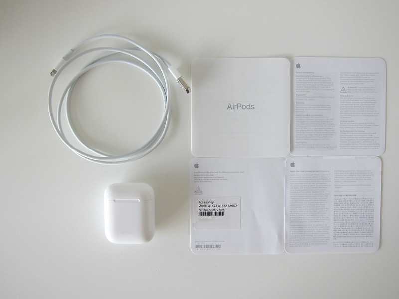 Apple AirPods - Box Contents