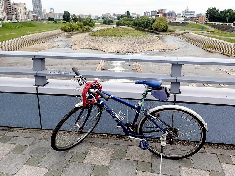前の自転車