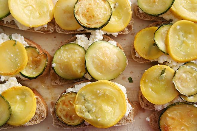 zucchini ricotta crostini 3
