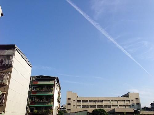 出門時看到的航跡雲