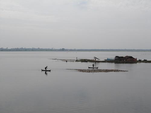 Amarapura ou comment mener à la rame un troupeau de canards