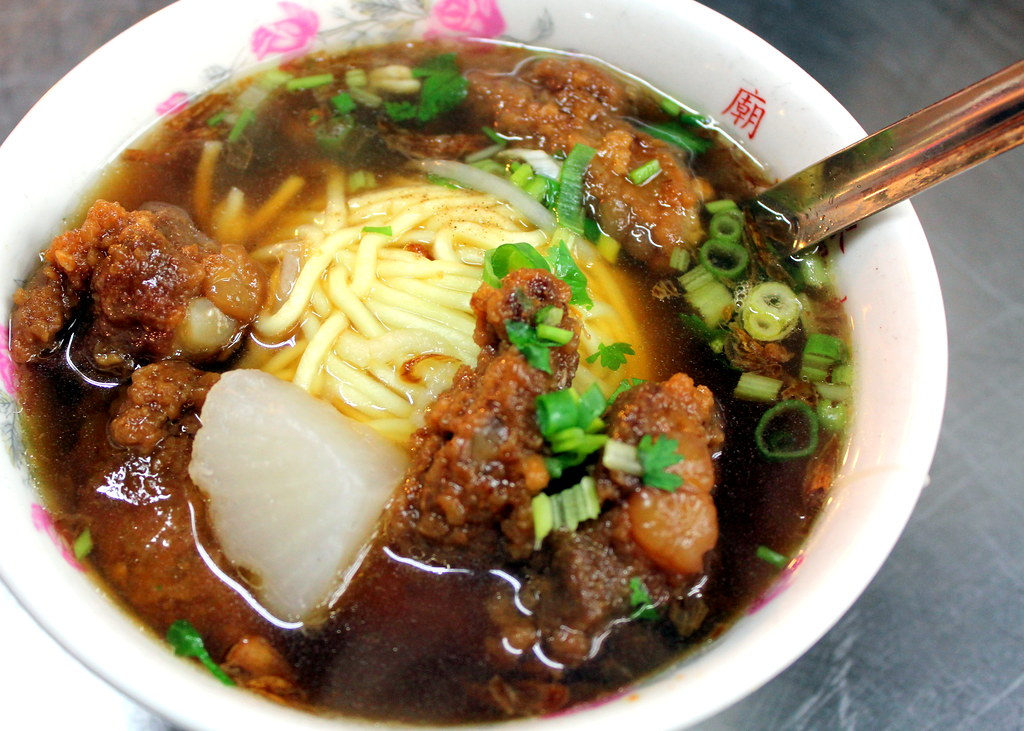 Taipei Night Market Trail: huaxi street night market pork rib noodles